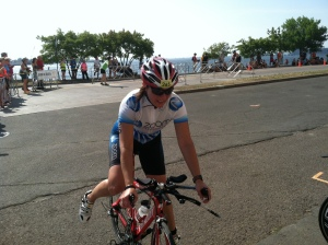 Dismounting the bike at T2