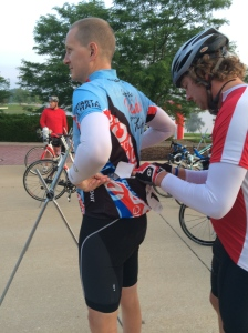 The Iron Hippie helping Allen by pinning his registration number on his jersey.